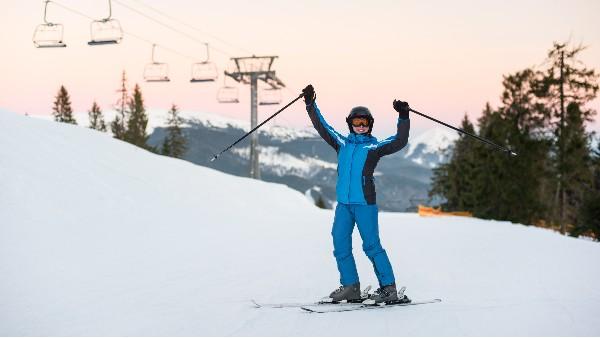 滑雪服是什么面料?和冲锋衣面料有什么区别?
